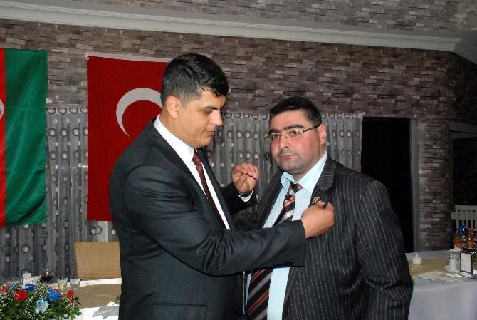 Daşdelen'e Azerbaycan-türkiye Kardeşliğine Verdiği Önemden Dolayı Rozet Takdim Edildi