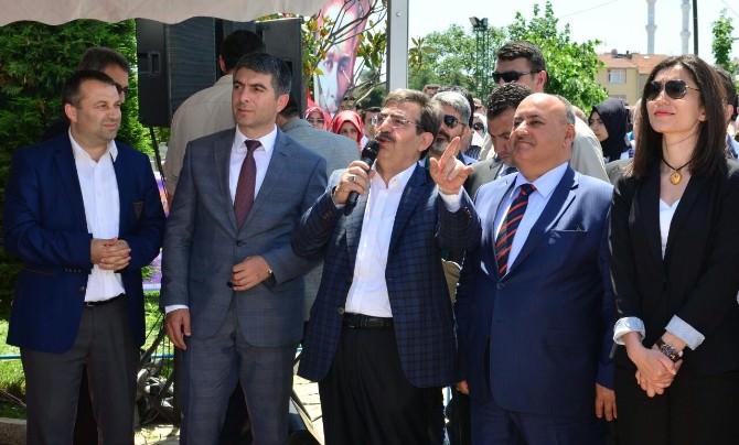 """Bakan Güllüce: """"Biz Çamur Değil Beton Atarız"""""""
