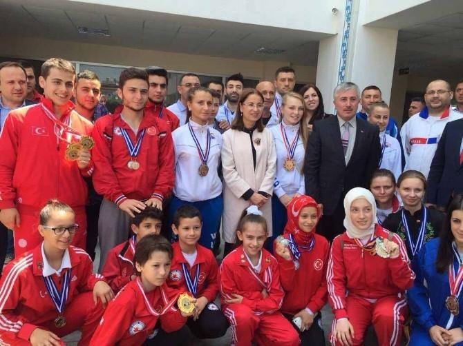 Balkan Wushu Federasyonundan Bakan İslam'a Plaket