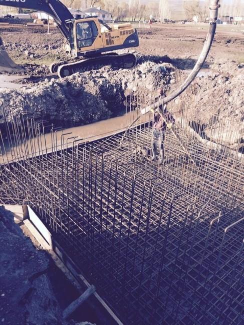 Arpaçay'da Menfez, Köprü Ve Kanal Çalışmaları Devam Ediyor