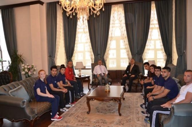 Vali Tapsız, Milli Sporcuları Avrupa Şampiyonasına Uğurladı