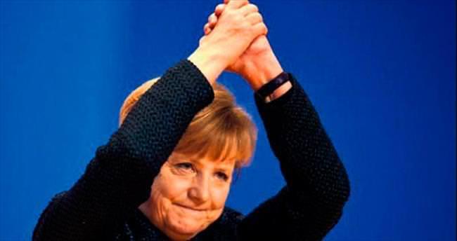 Dünyanın en güçlü kadını yine Merkel