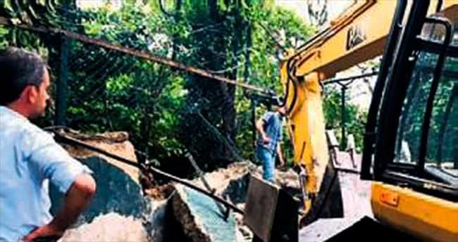 Akbay'ın kaçak garajı yıkıldı