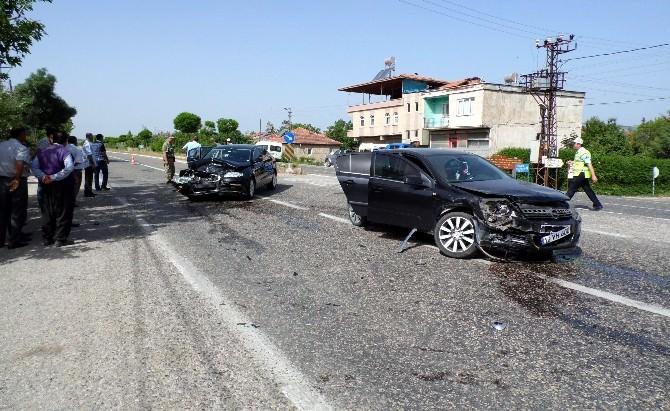 Adıyaman'da İki Otomobil Çarpıştı: 1 Yaralı