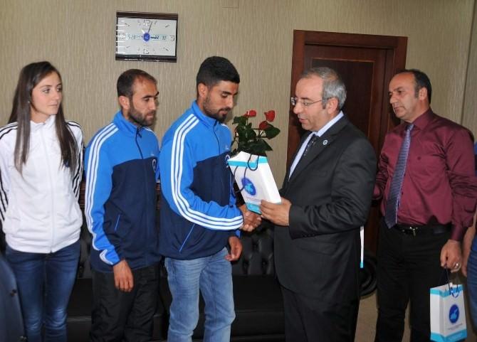 Rektör Battal'dan Başarılı Sporculara Ödül