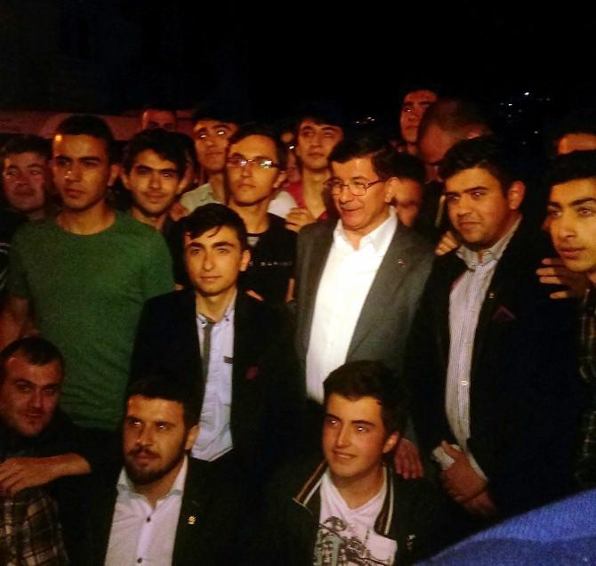 Başbakan Davutoğlu Kayseri Mahallesi'ni Gezdi