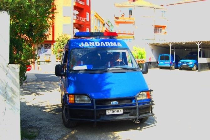 Aranan Şahsı Jandarma Yolda Yakaladı