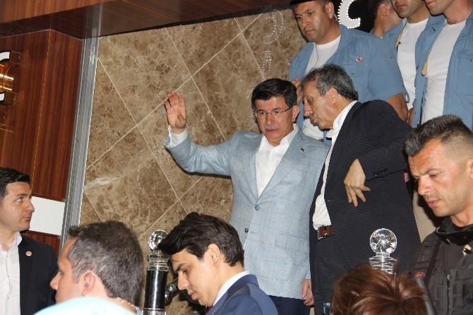Başbakan Davutoğlu, 23 Saat Süren Temaslarının Ardından Diyarbakır'dan Ayrıldı