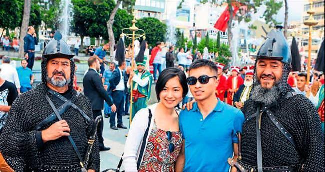 Antalya caddelerinde 562. yıl fetih yürüyüşü