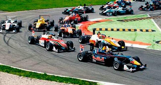 Sürücüler kötü çıktı yarış iptal edildi