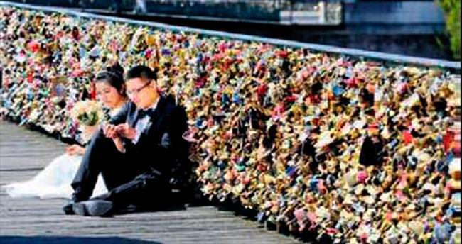 Paris, aşk kilitlerini kaldırma kararı aldı