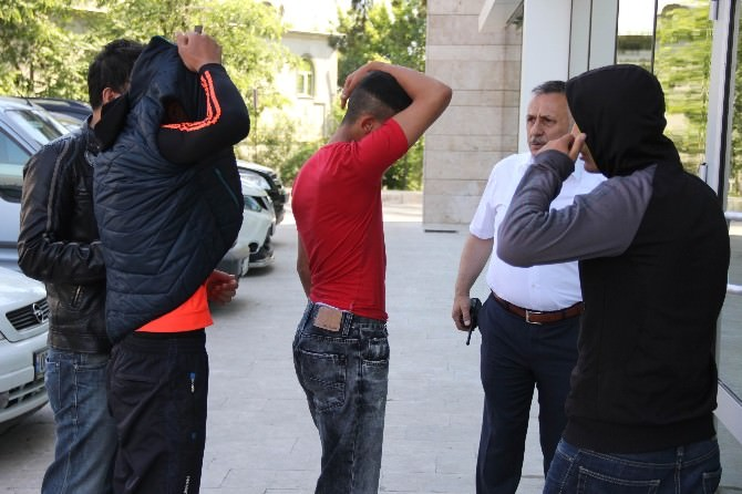 Sadaka Kutusu Hırsızlığına 3 Gözaltı