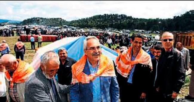 AK Parti'li Aydın Yörüklerle buluştu