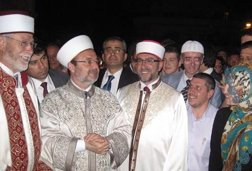 'Müslüman milletine hizmet Allah katında en büyük hizmettir'