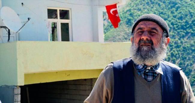 HDP'li adaydan muhtara bayrak ve cami tokadı