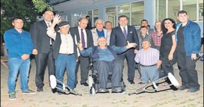Karesi'de belediyeden engelliye akülü araç