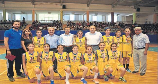 Tarsus'ta başarılı sporculara ödül yağdı