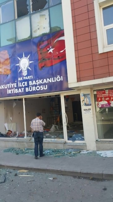 HDP Mitinginin Ardından AK Parti İrtibat Bürosuna Taşlı Saldırı