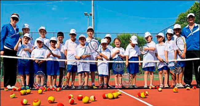 Haydi çocuklar tenise!
