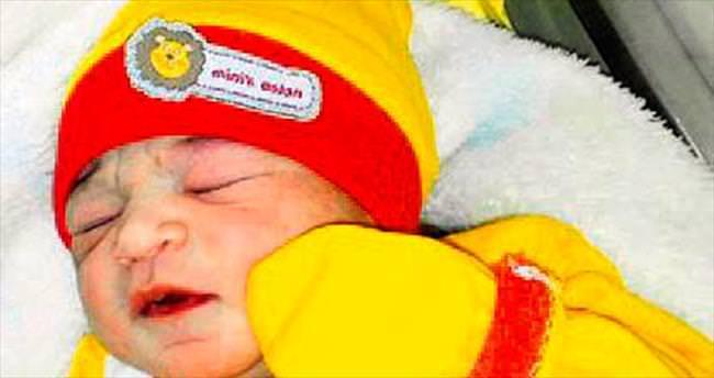 Uyurken kusan 5,5 aylık bebek öldü