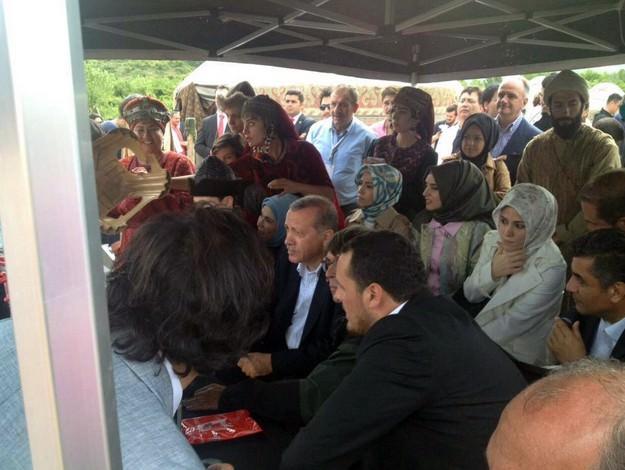 Cumhurbaşkanı Erdoğan Diriliş Ertuğrul Dizisi Setini Ziyaret Etti