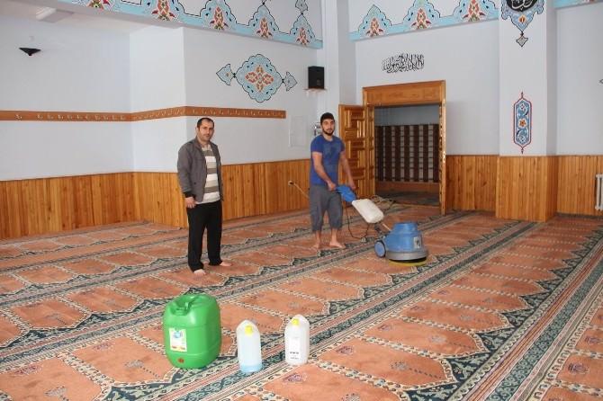 Oltu'da Ramazan Öncesi Cami Temizliği