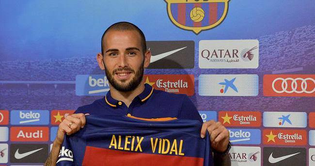 Barcelona, Vidal'i basına tanıttı