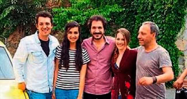 'Dar Elbise' filminin oyuncuları kaynaştı