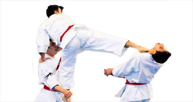Karate Şampiyonası'ndan dört ayrı kupayla döndüler