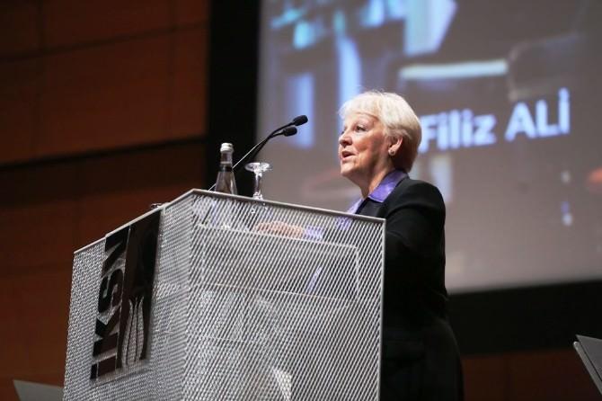Aıma Başkanı Prof. Dr. Filiz Ali Onur Ödülünü Bülent Eczacıbaşı'nın Elinden Aldı