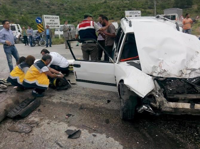 Vinç İle Otomobil Çarpıştı: 1'i Ağır 2 Yaralı
