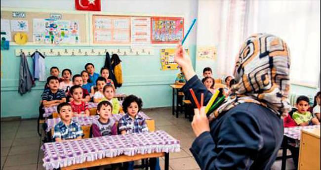 Suriyeli yetimlerin mezuniyet heyecanı