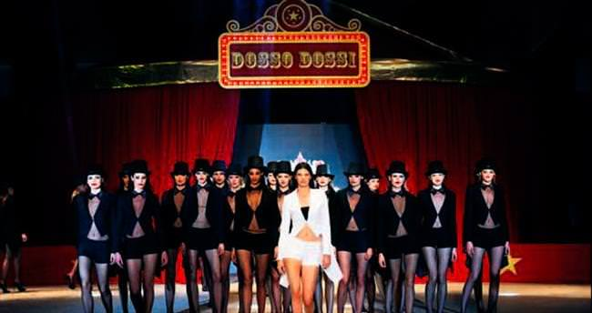 Kendall Jenner'a sirk temalı özel podyum