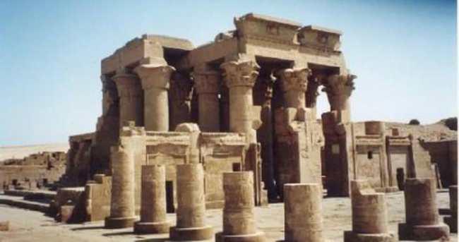 Mısır'da Karnak Tapınağı'nda bombalı saldırı