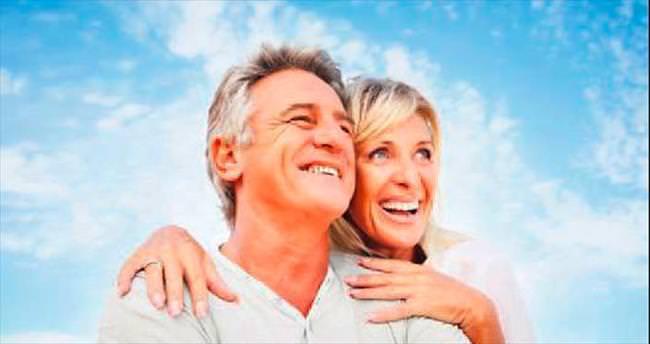 50'den sonra mutluluk ömrü uzatıyor