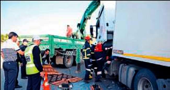 Tankerin çarptığı tır şoförü öldü