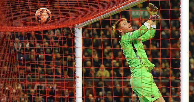 Liverpool kaleci Bogdan'ı renklerine bağladı