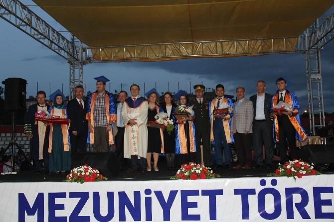 Hitit Üniversitesi'nde Mezuniyet Sevinci