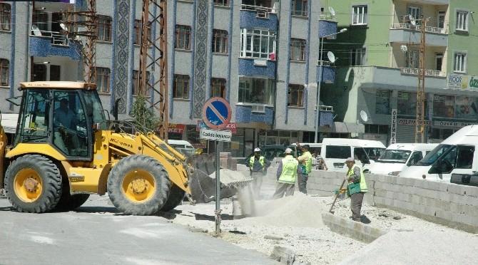 Van Büyükşehir Belediyesi Tarafından Yol Ve Kaldırım Genişletme Çalışmaları Başlatıldı