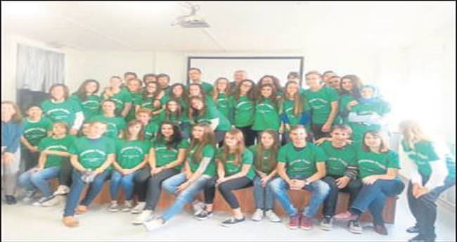 İmam hatipliler Türkiye'yi Avrupalı gençlere tanıtıyor