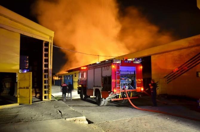 (Görüntü Özel)kağıt Fabrikası Alevlere Teslim Oldu