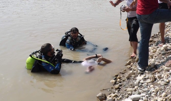 Suya Düşen Kızı Kurtarmak İsteyen İki Kardeş Hayatını Kaybetti