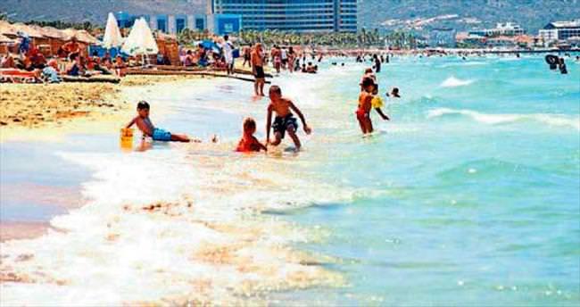 Okullar kapandı, sahiller doldu taştı