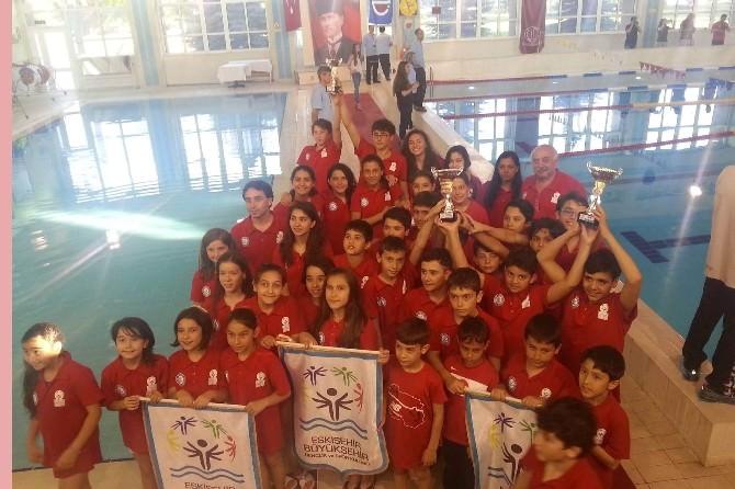 Büyükşehir Yüzücüleri Şampiyona İkincisi