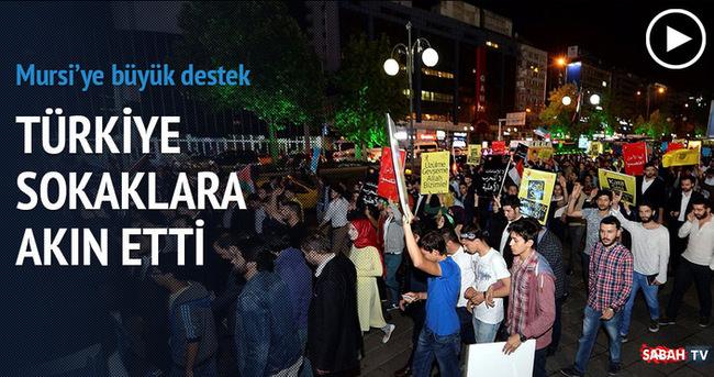 Binlerce kişi Mursi için sokaklara akın etti