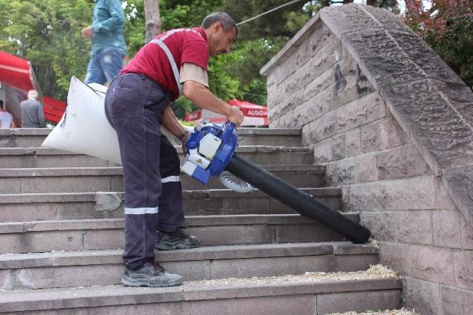 10 Gün Temizlenmeyen Yozgat Cumhuriyet Meydanı Çöp Deryasına Dönüştü