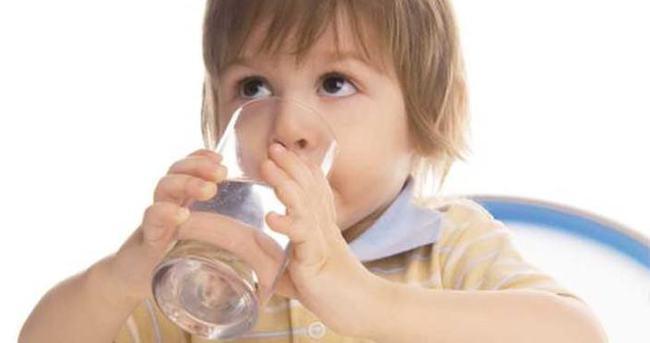 Yazın mutlaka çocuğunuzun 12 bardak su içmesini sağlayın