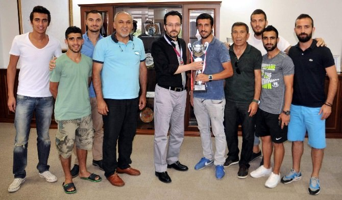 ADÜ Futbol Takımı Üniversitelerarası Süper Lig'e Yükseldi