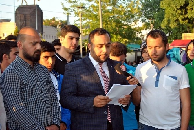 AK Parti Kayseri Gençlik Kollarından Mursi'ye Destek