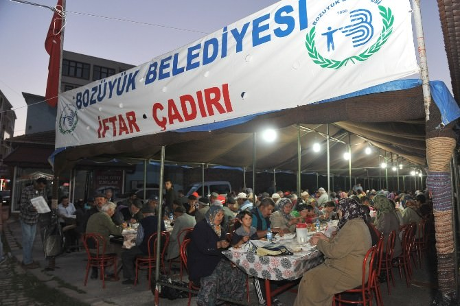 Bozüyük Belediyesi'nin Geleneksel İftar Çadırı Ramazana Hazırlandı